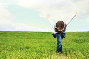 Read more about the article Cum îi crești încrederea copilului tău în 13 pași