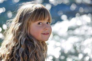 Read more about the article 10 pași pentru a-ți învăța copilul să se iubească