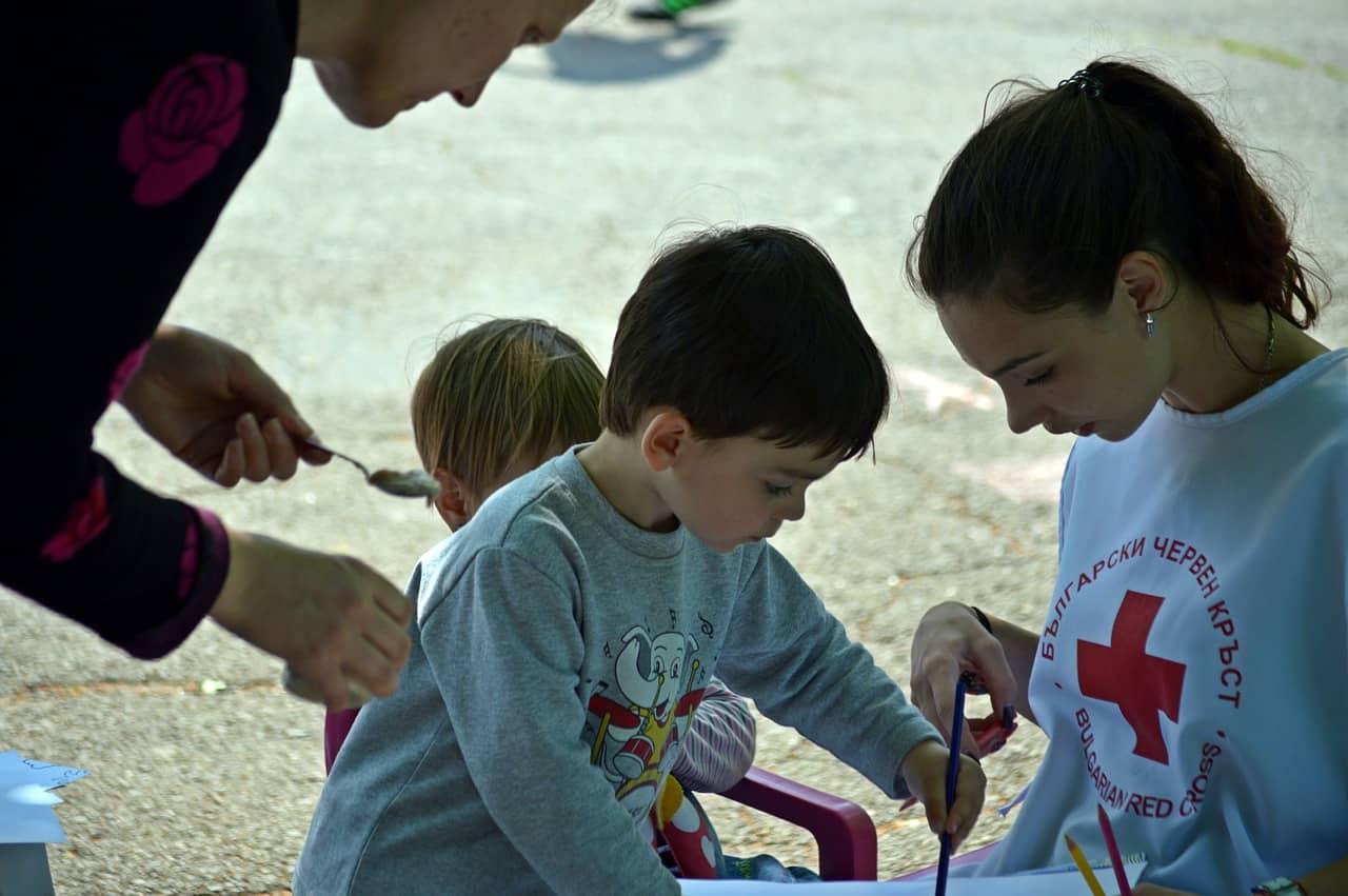 Altruismul - 4 pași esențiali pentru ne învăța copilul să dăruiască 1