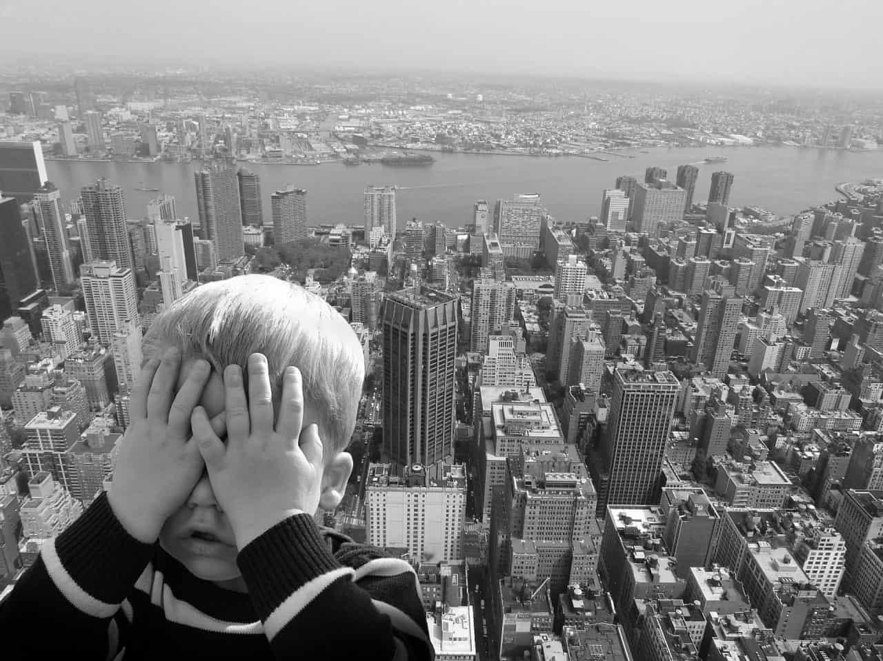 6 pași pentru a-ți ajuta copilul să treacă peste frică 1
