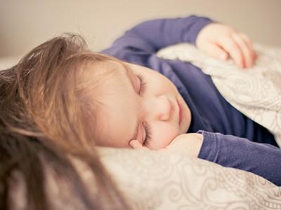 cum sa convingi copilul sa doarma singur