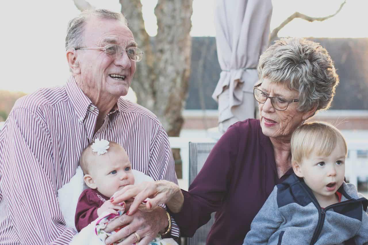 Cum să-i ajutăm pe bunici să comunice eficient cu copiii? 1