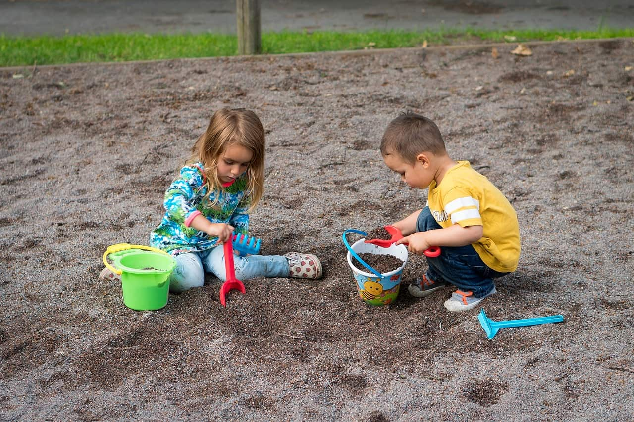 6 pași prin care să-ți ajuți copilul să se descurce singur în diferite contexte sociale 1
