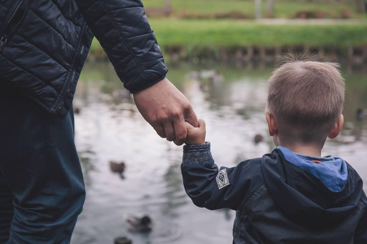 7 lucruri pe care poți să le faci dacă al tău copil se împrietenește cu un copil-problemă 1