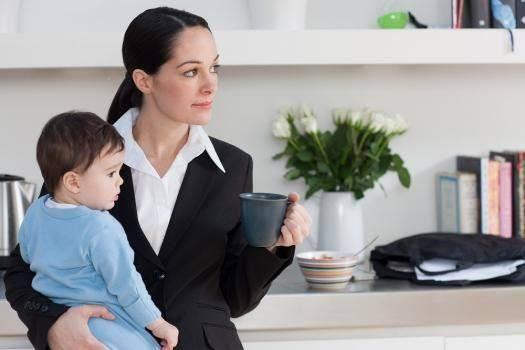 Studiu: Copiii ai căror mame se duc la serviciu, vor avea beneficii mai mari în viață 7