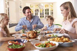 Read more about the article Vreţi copii fericiţi, cu rezultate bune la şcoală şi care să stea departe de tentaţiile adolescenţei? Trebuie doar să cinaţi împreună cât mai des!