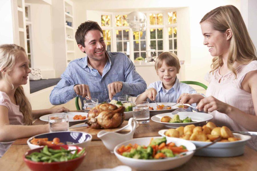 Vreţi copii fericiţi, cu rezultate bune la şcoală şi care să stea departe de tentaţiile adolescenţei? Trebuie doar să cinaţi împreună cât mai des! 2