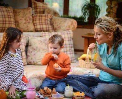 picnic in interior - jocuri pentru copii in casa