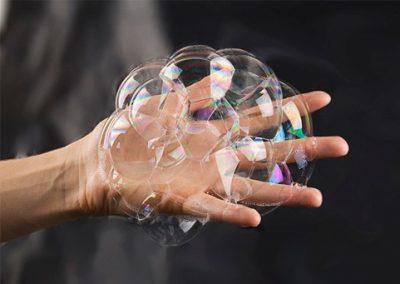 jocuri pentru copii in casa - bule de sapun