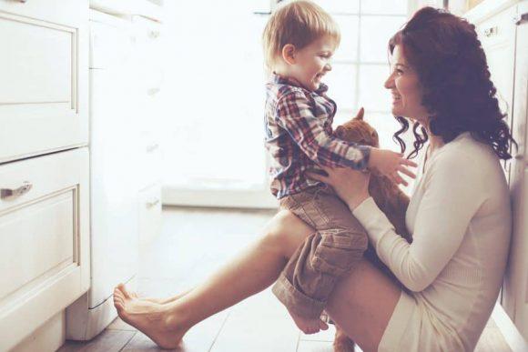Read more about the article 60 lucruri pozitive pe care să i le spui copilului pentru a-l face să se simtă iubit