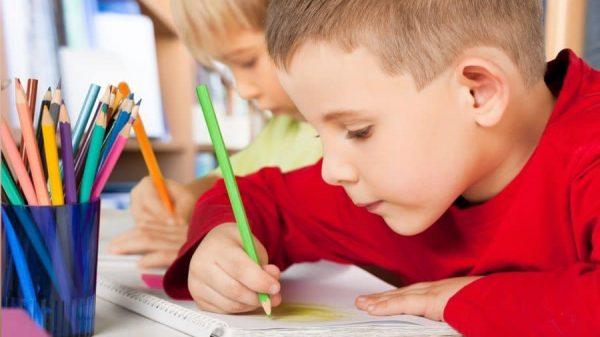 copil care deseneaza - psihologia desenului