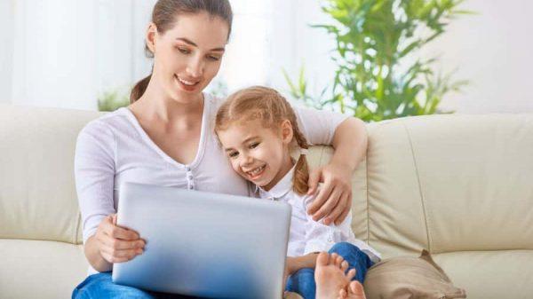 cat de mult ar trebui să foloseasca copilul telefonul - pericolele ecranelor asupra copiilor