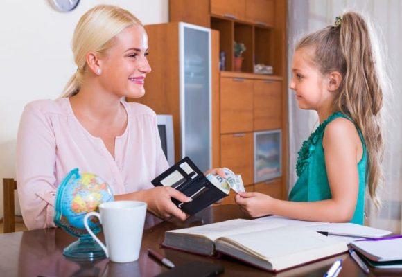 Read more about the article Cum îi vorbeşti copilului tău despre valoarea banilor