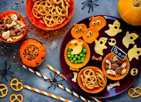 Masa de Halloween - Bunătăți pentru pitici