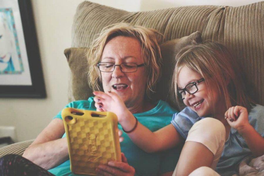 Copiii şi ecranele – Între pericole grave și beneficii incredibile 4