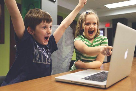 """Read more about the article 4 motive simple pentru care unii copii devin ,,de succes"""" și alţii nu"""