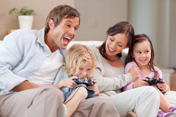 familia joaca impreuna video games