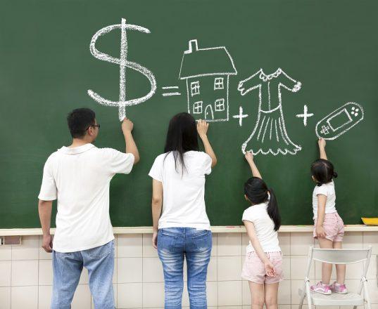 Read more about the article Cum le vorbim copiilor despre ce înseamnă să fii bogat