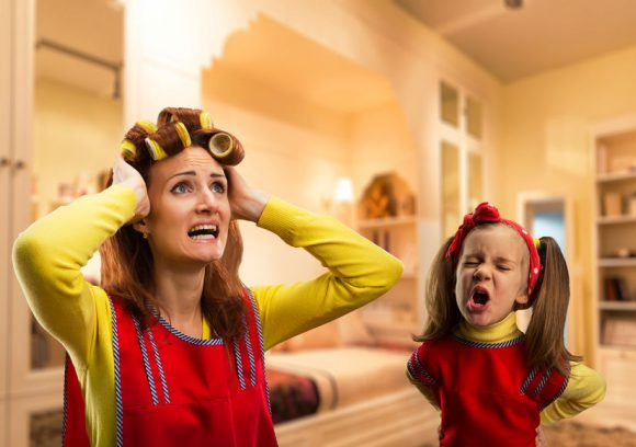 Read more about the article Mamă cu normă întreagă – 5 soluţii simple pentru a fi mai puţin obosită