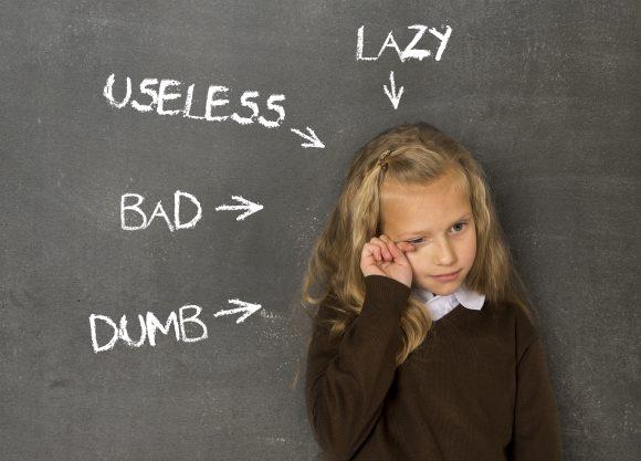 Read more about the article Cele 3 greşeli ale părinţilor care scad rezultatele şcolare ale copiilor