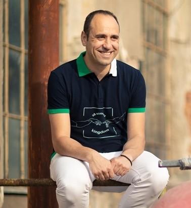 Tikaboo Podcast Ep. 1 – Florin Alexandru – Autor, creator și co-fondator la Tikaboo România vorbește despre crize existențiale, inteligența emoționala și cum să reușești din a treia încercare 2
