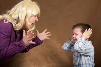 mama tipand la copil