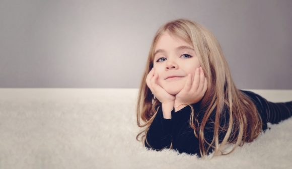 Read more about the article 20 de fraze prin care încurajezi gândirea pozitivă a copilului şi încrederea în sine + 20 de afirmaţii pozitive pentru copii