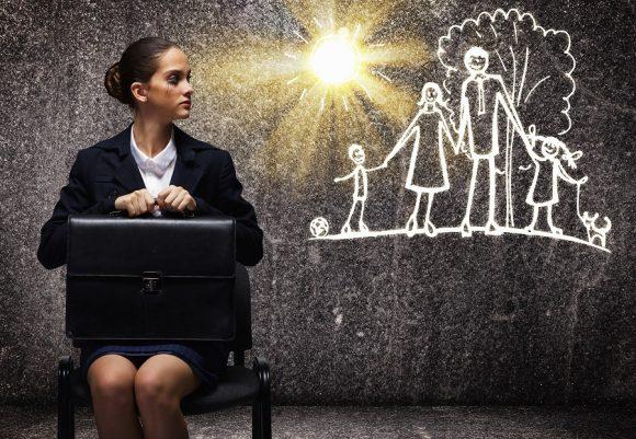 Read more about the article 3 sfaturi de parenting pentru mamele care aleg să muncească
