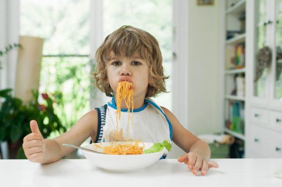 Read more about the article 8 reguli de bune maniere pe care orice copil trebuie să le cunoască