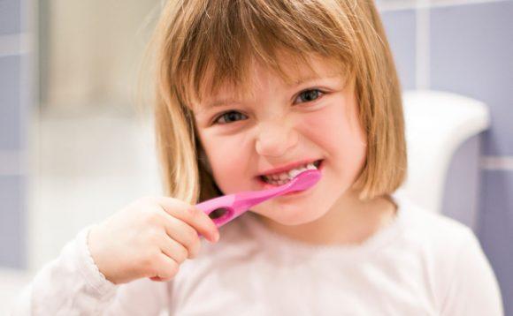 Read more about the article 5 metode prin care să-ţi convingi copilul să meargă la stomatolog