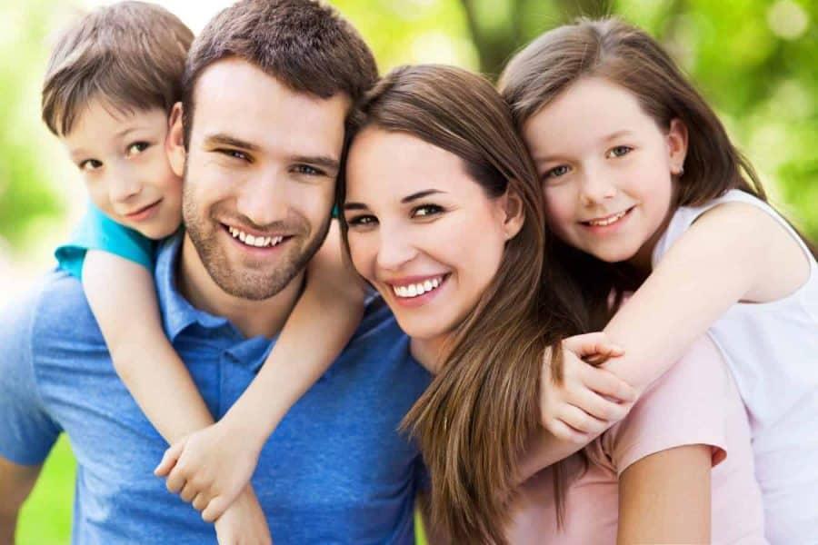 Familie fericita, parinti si copii