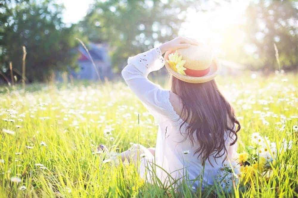 Femeie fericită primăvara