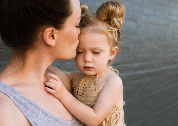 Read more about the article 3 metode prin care îţi ajuţi copilul să simtă că îl asculţi