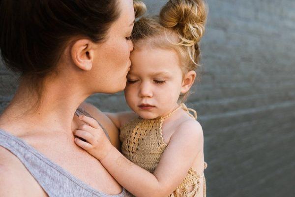 3 metode prin care îţi ajuţi copilul să simtă că îl asculţi