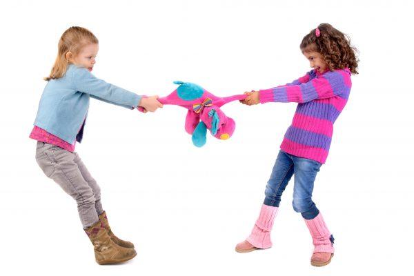 E ok să nu împarți! Dar cum scăpăm de lupta pe jucării? 1