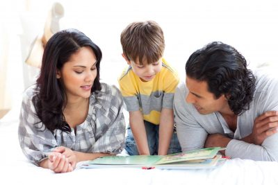Familia în weekend citește