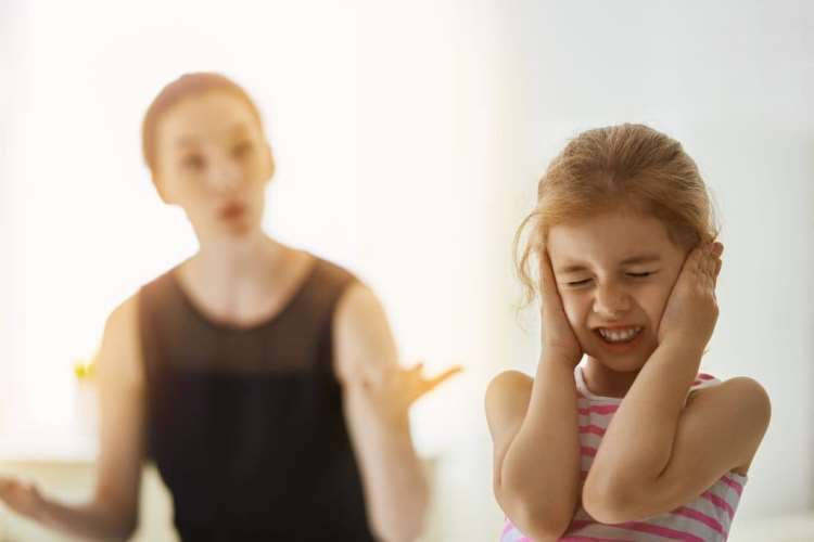 """Țipatul la copii este la fel de """"dureros"""" precum bătaia 1"""