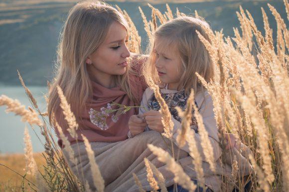 Read more about the article 4 tehnici care te vor ajuta să adopți o atitudine pozitivă față de copil