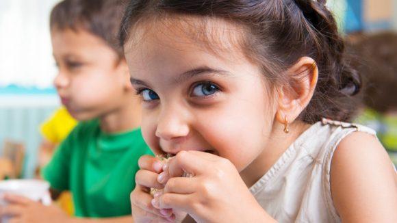 Read more about the article Motivele copiilor pentru obiceiuri necuvenite care pun în dificultate părinții