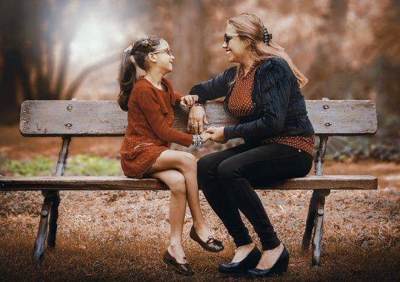 Read more about the article 5 situaţii în care părinţii ar trebui să fie mai permisivi cu copiii şi 5 în care ar trebui să fie mai stricţi
