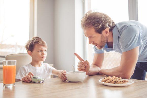 Read more about the article 5 greşeli ale părinţilor care distrug relaţia cu copiii