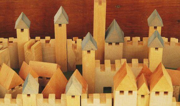 Read more about the article Jucăriile din lemn şi uimitoarele lor beneficii
