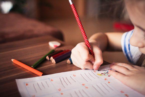 Read more about the article 6 pași prin care îți poți ajuta copilul să se concentreze mai bine