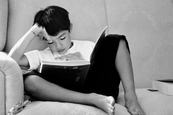 Read more about the article 10 trucuri care îl vor face pe copilul tău să se îndrăgostească de lectură