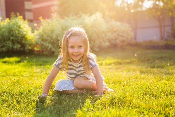 Read more about the article 14 Motive ca să-ți ajuți copilul să se conecteze cu natura