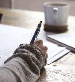 mana care scrie