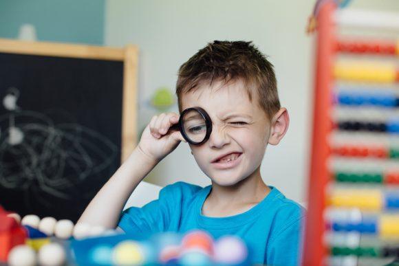 Read more about the article 8 calități asociate gândirii critice – Cum ne ferim copiii de analfabetism funțional