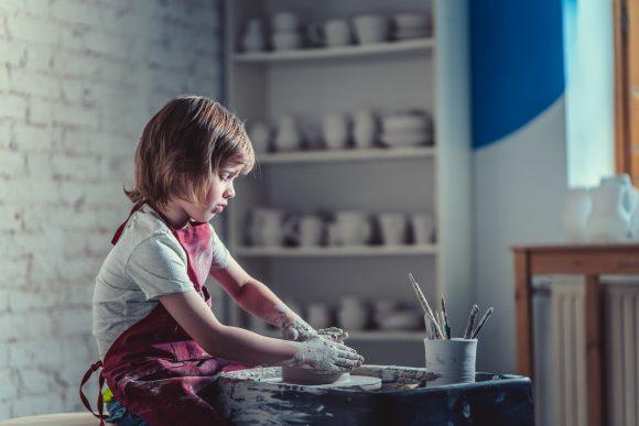 Read more about the article 5 prejudecăți legate de artiști și artă – Cum să folosim resursele artelor în dezvoltarea copiilor