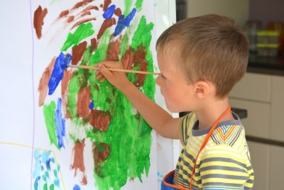 kid artist painting