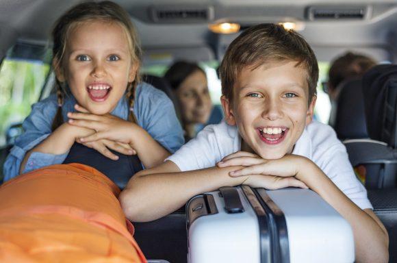 Read more about the article 15 Jocuri de jucat în mașină care vor însufleți orice călătorie cu copiii